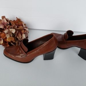 Gorgeous Warm Brown Leather Penny Loafer Heel 7